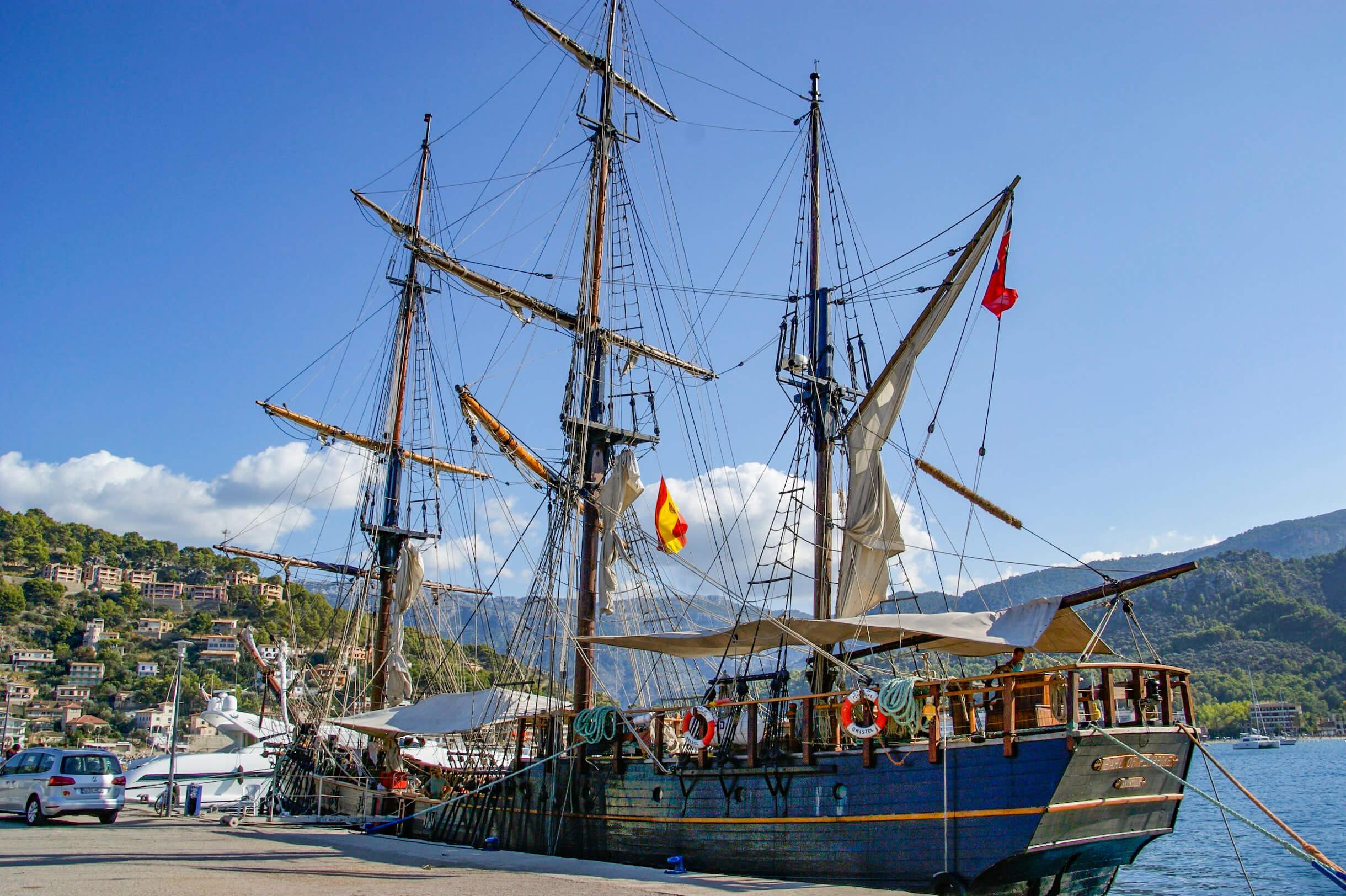 Dreimaster im Hafen