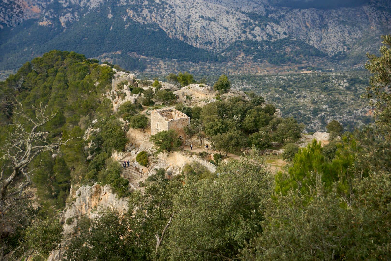 Blick nahe der Bar auf das Castell