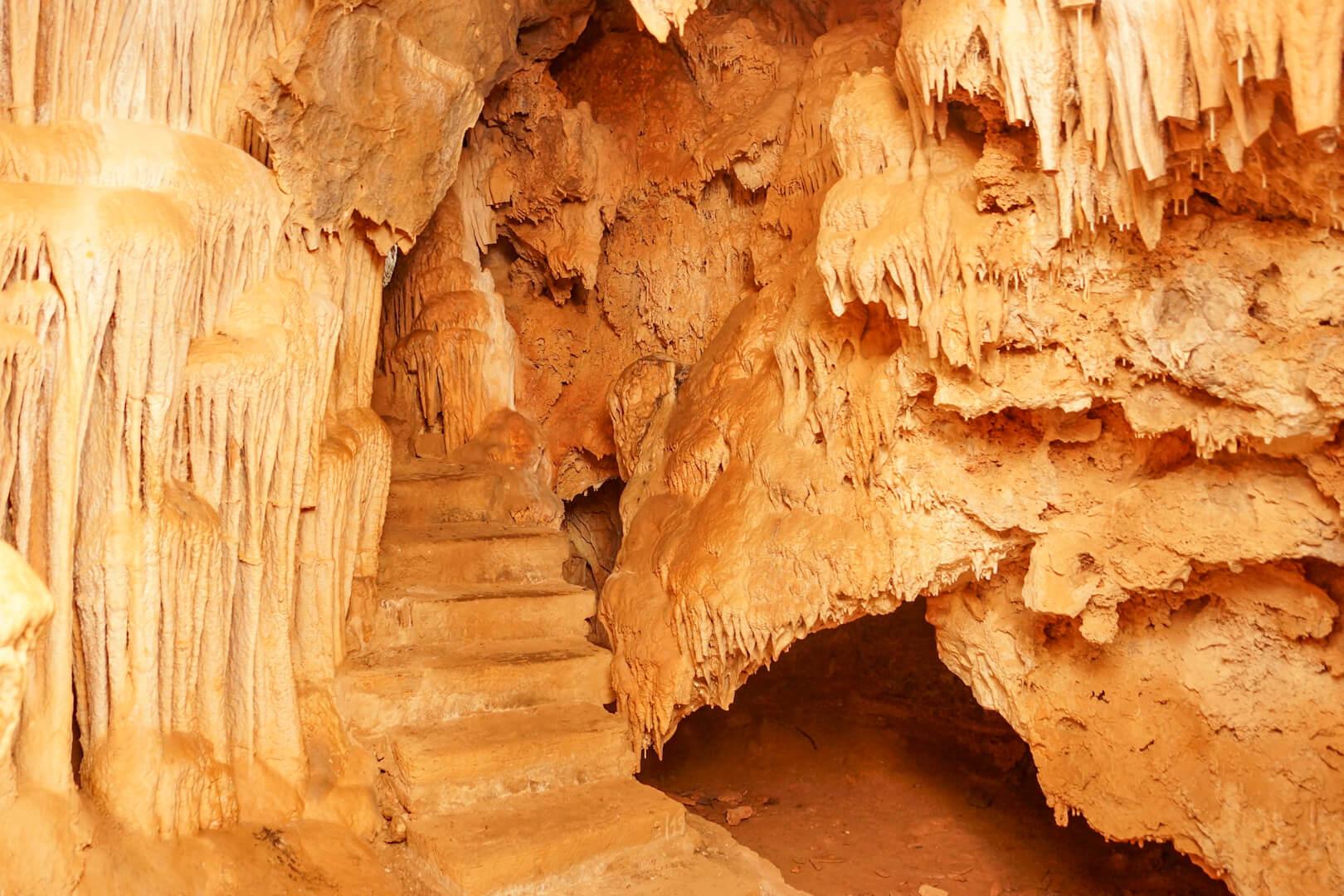 Stalaktiten in der Höhle