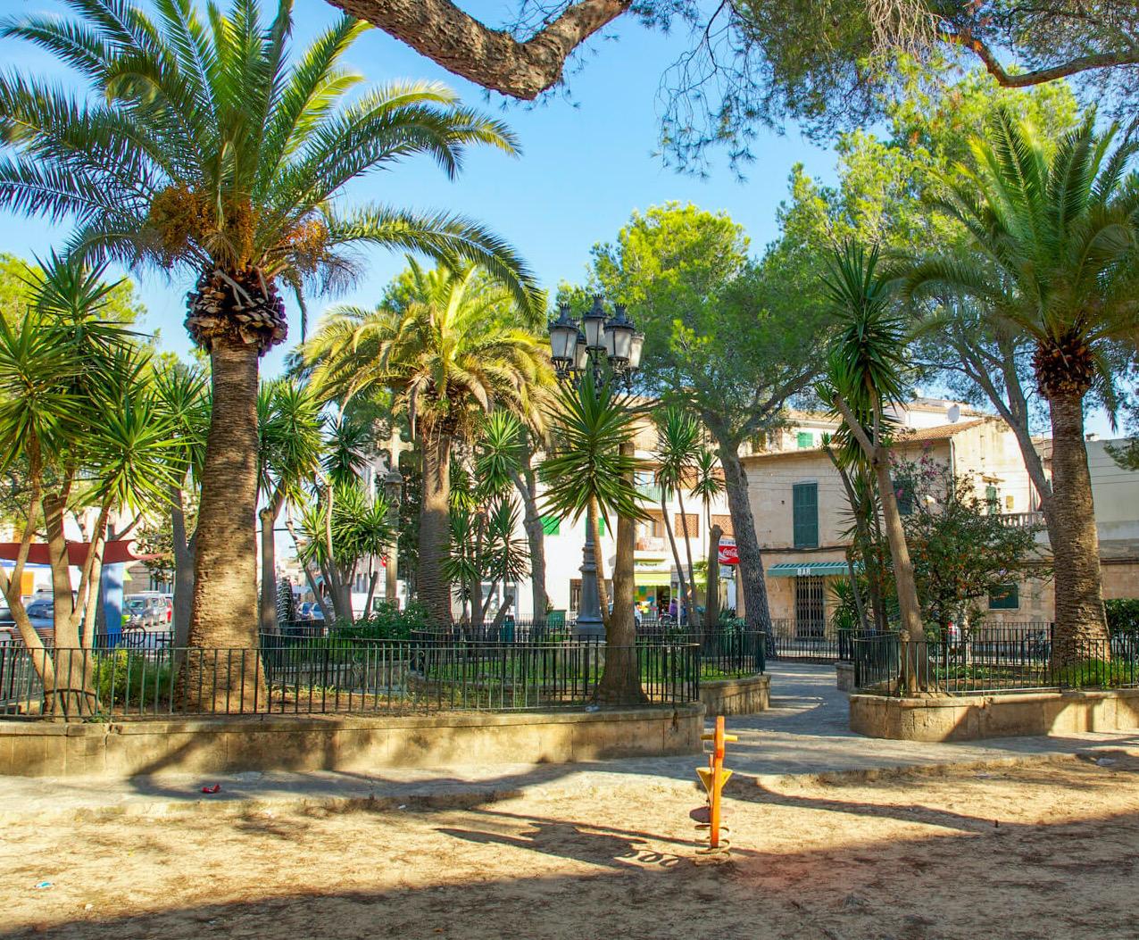 Spielplatz Placa dels Tres Molins