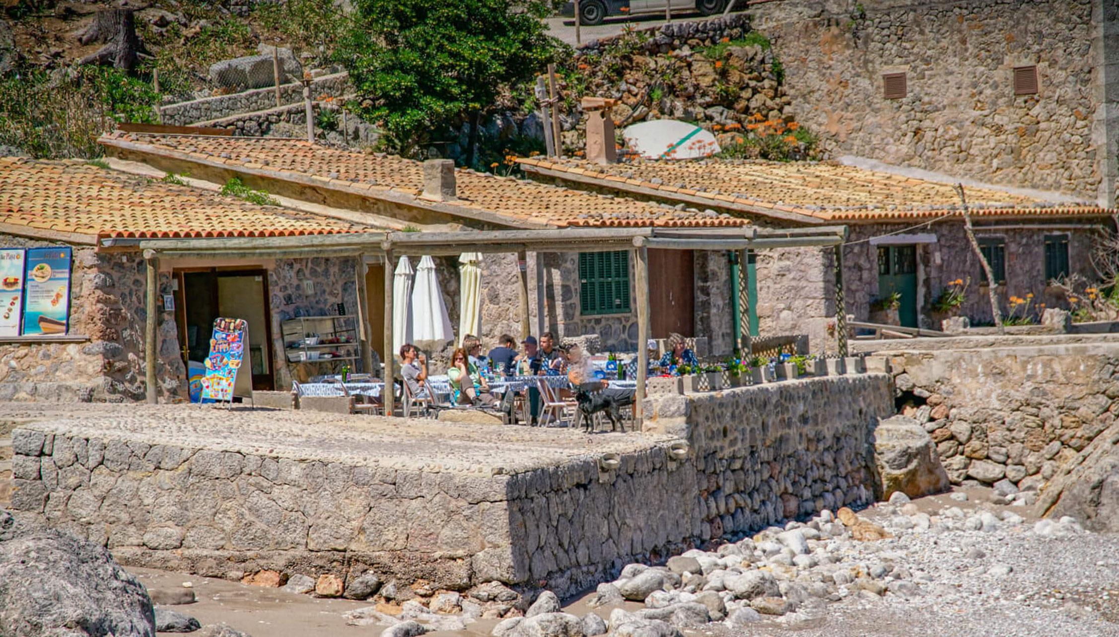 Uriges Restaurant in sa Calobra direkt am Meer